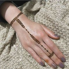 42 Trendy Henna Tattoo Design Ideas to Try,henna tattoo meaning,henna tattoo care,are henna tattoos permanent Modern Henna Designs, Henna Tattoo Designs Simple, Finger Henna Designs, Henna Art Designs, Mehndi Designs For Girls, Mehndi Designs For Beginners, Mehndi Design Photos, Mehndi Designs For Fingers, Best Mehndi Designs
