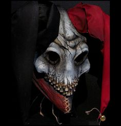 You are looking psychotic. Evil Jester, Jester Mask, Jester Costume, Clown Mask, Creepy Horror, Creepy Clown, Horror Art, Immortal Masks, Wicca