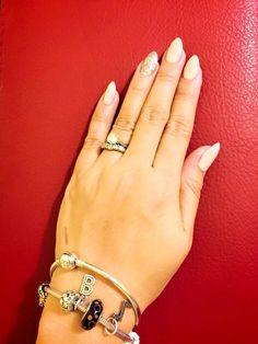 #pointyshapenails #nudeshellaccolor #silverglitter