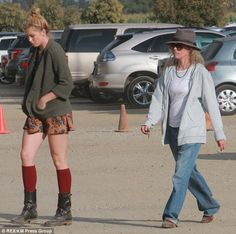 Mother-daughter day: Ireland Baldwin stepped out with her mom Kim Basinger on Sunday to a pumpkin patch in Los Angeles  Read more: http://www.dailymail.co.uk/tvshowbiz/article-2458373/Ireland-Baldwin-celebrates-early-Halloween-mom-Kim-Basinger.html#ixzz2jPEqmonh  Follow us: @MailOnline on Twitter | DailyMail on Facebook