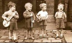 An early Mumford and Sons perhaps:) Vintage Pictures, Old Pictures, Vintage Images, Old Photos, Foto Poster, Jolie Photo, Vintage Photographs, Beautiful Children, Vintage Children