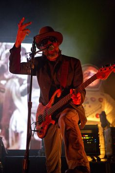 Les Claypool of Primus Primus Band, Les Claypool, Thunder From Down Under, School Of Rock, Bad To The Bone, Music Bands, Rock And Roll, Authors, Guitars