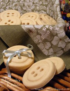 Elizabeth's Kitchen: Button Cookies Button Cookies, Holiday Sales, Soul Food, Ipad Case, Baked Goods, Sweet Treats, Yummy Food, Favorite Recipes, Place Card Holders