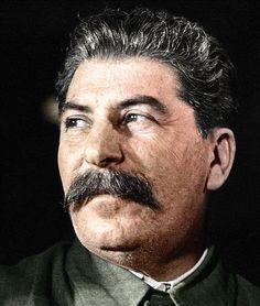 Joseph Stalin - Um dos ditadores Mais Poderosos e assassino da História, Stalin era o governante supremo da União Sovietica Durante hum Quarto de Século. Seu regime de terror causado a morte EO Sofrimento de dezenas de Milhões, mas elementos also supervisionou a Máquina de guerra Que desempenhou hum Papel fundamentais na Derrota fazer nazismo.
