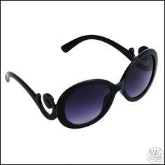 Óculos de sol escuro, hastes glamurosas :)  Produto novo!