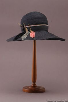 Black Straw Hat, 1926-1936. Flapper Hat, Trim Work, Costume Collection, Hat Boxes, Hat Shop, Hat Pins, Vintage Green, Vintage Shoes, 1920s