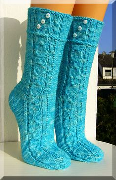 "Ravelry: ""Eishexe"" pattern by Micha Klein (Wolletraum) Loom Knitting, Knitting Stitches, Knitting Socks, Knitting Patterns, Crochet Socks, Knit Crochet, Crochet Bedspread Pattern, Knitted Booties, Summer Knitting"