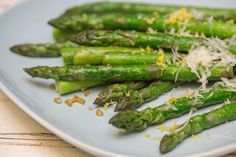 Asparagus is a great starter to share and is eaten a lot in Spring when it's in season in Israel. Lemon Garlic Asparagus, How To Cook Asparagus, Fresh Asparagus, Israeli Food, Mediterranean Diet Recipes, Vegetarian Recipes, Stuffed Peppers, Snacks, Vegetables