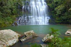 Salto Cristal, lugar turístico muy visitado en verano, se encuentra en el Departamento de Paraguarí.