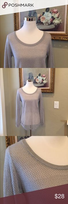 ROCK & REPUBLIC TOP Beautiful light silver/gray long sleeve top in excellent condition. Rock & Republic Tops