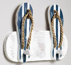 Muito bacana essa ideia para pendurar as toalhas da #praia, né?! #verao2014 #facavocemesmo #DIY