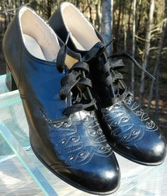 1930s vintage nurse uniform shoes black oxfords via Etsy.