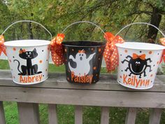 Halloween bucket: Personalized Halloween bucket pail - designs for girls - trick… Halloween Vinyl, Diy Halloween Buckets, Halloween Candy Bags, Halloween Baskets, Halloween Items, Halloween Trick Or Treat, Holidays Halloween, Halloween Crafts, Halloween Party
