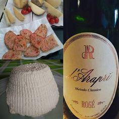 """""""#localfood e #bollicine #paneepomodoro #ricotta #caviocavallopodolico e #dAraprì #rosè"""""""