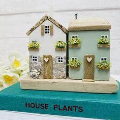 Coastal Cottage, Coastal Decor, Doll Home, Mini Houses, Wooden Houses, Wood Ideas, Fairy Houses, Wooden Crafts, Diy Wood