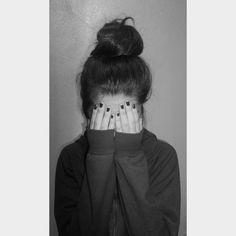 Estando sola Model Poses Photography, Tumblr Photography, Photography Flowers, Couple Photography, Profile Pictures Instagram, Instagram Pose, Cute Girl Poses, Girl Photo Poses, Poses For Pictures