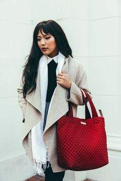 ArcherBrighton is known for manufacturing stylish tote bags for women. Our collection of designer bags comes in standard sizes and vibrant colors that are in huge trend these days. Our bags are well-spacious to carry the necessary items and laptops.