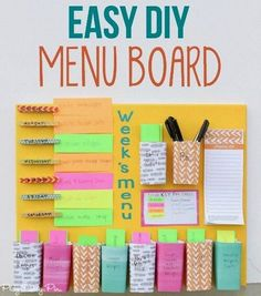 DIY weekly menu board from - combination meal planner + weekly menu board Diy Craft Projects, Easy Diy Crafts, Diy Crafts For Bedroom, Easy Diy Room Decor, Memo Boards, Weekly Menu Boards, Diy Simple, Ideias Diy, Weekly Planner