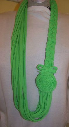 Items similar to Jersey Spring Green Braided Skinny Scarf with Matching Fabric Flower on Etsy Diy Scarf, Scarf Shirt, T Shirt Yarn, T Shirt Diy, Scarf Necklace, Fabric Necklace, Fabric Jewelry, Cute Scarfs, Skinny Scarves