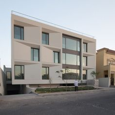 Green Core is a small residential building set in the Adaiiya neighbourhood in Kuwait City. The housing block is composed of 6 apartments at about approximately 350 sqm each, and is accessed through an open core that divides the plot into two...