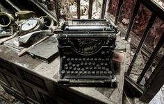 https://flic.kr/p/btXM32 | MS word 1895 edition | More from the manor house. This is an underwood typewriter first produced in 1895.