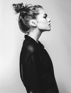 Le chignon coiffé/décoiffé : une coiffure cool, sexy et facile à faire !