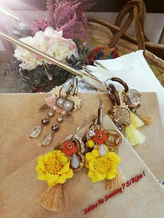 Orecchini #unicisabinanosmokingsibijou creazioni artigianali fatti a mano da me #sabinanosmokingsibijou fiori nappe pizzi fantasia....vetrina #sabinanosmokingsibijou...boho stile