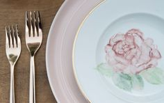 Blush Dinner Plate, Vintage Gold Rim Plate + Gold Flatware by Set Maui wedding inspiration PC: Trish Barker Photography