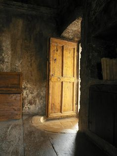 Quaint & Rustic in Italy - Wabi Sabi Style