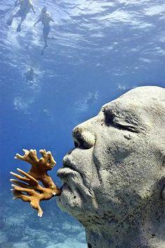 Reef Builders » Eerily cool statues drown in Cancun