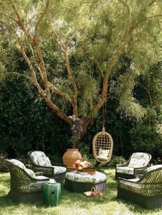 Whimsical wicker furniture at the Los Angeles abode of Jennifer Garner.   Photographed by Patrick Demarchelier, Vogue Living, 2007.