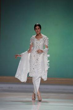 "Didiet Maulana: ""Saya Hadir Untuk Mewujudkan Mimpi Para Brides-To-Be"" Javanese Wedding, Kimono Top, Style Inspiration, Diet, Wedding Dresses, Brides, Gown, Weddings, Clothes"