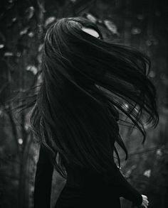 Black Hair The Adventures of Mimi Prentice.: The Girl With The Jet Black Hair. As aventuras de Mimi Prentice .: A garota do cabelo preto. Dark Beauty, Goth Beauty, Wallpeper Tumblr, Fotografia Pb, Black Hair Aesthetic, Brunette Aesthetic, Technique Photo, Yennefer Of Vengerberg, Arte Obscura