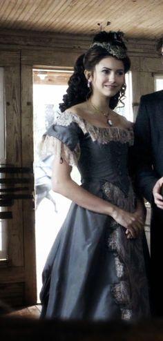 The Vampire Diaries Vampire Diaries Costume, Vampire Diaries Fashion, Old Dresses, Dance Dresses, Vintage Dresses, Narnia, Victorian Vampire, Victorian Era, Katharina Petrova