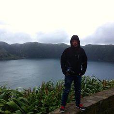A mis espaldas uno de los lagos de Siete Ciudades en la isla de San Miguel. Preciosa la vista panorámica. #Azores