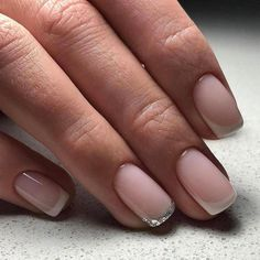 french nails with gold Prom Reverse French Nails, French Acrylic Nails, French Tip Nails, Glitter Gel Nails, Gold Nails, French Tip Nail Designs, Gel Nail Tips, Short Gel Nails, Short Nail Manicure