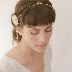 Nouveau headband with side dangles Chain Headband, Pearl Headband, Head Accessories, Wedding Accessories, Bridal Headpieces, Bridal Hair, Diy Hairstyles, Wedding Hairstyles, Pearl Chain