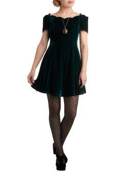 I love this simple and elegant velvet emerald dress! Emerald Dresses, Green  Velvet, 6b3b2abeeac