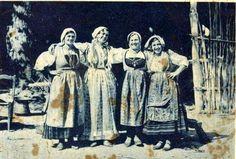 Fotografia donne ortonesi in costume 1930 #TuscanyAgriturismoGiratola