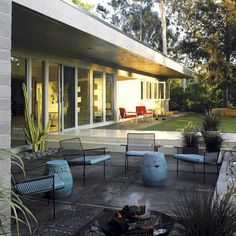 Rachel Griffiths' mid century house - found on midcenturyhome.com