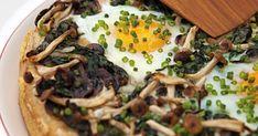 Denne deep-pan pizza er en saftig pizza med gode kontraster mellem den hotte ost og de milde svampe og æg.