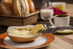 Bom dia! Nada como um delicioso pão com manteiga para começar bem o final de semana.
