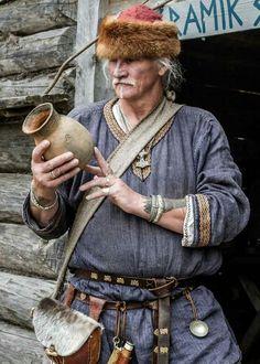 Viking Garb, Viking Reenactment, Viking Men, Viking Life, Viking Warrior, Viking Character, Character Poses, Viking Clothing, Male Clothing