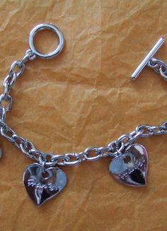 A vendre sur #vintedfrance ! http://www.vinted.fr/accessoires/bracelets-and-joncs/15410400-bracelet-argente-coeurs