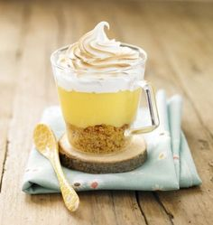 """A tester avec la préparation """"Tarte au citron"""" Les Toqués du fruit ! http://www.lestoquesdufruit.com/produit/tarte-au-citron    Photo de la recette : Verrine façon tarte au citron meringuée"""