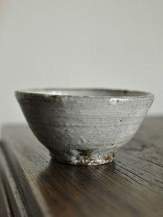 馬渡新平 - 器と暮らしの道具 OLIOLI 飯碗 小 Chawan, Japanese Pottery, Decorative Bowls, Plates, Ceramics, Colour, Tableware, Home Decor, Pottery