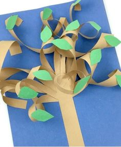 Construction Paper Tree Video 2019 Create these fun paper trees with your little ones. Construction paper crafts for kids are easy to set up for an easy afternoon craft! The post Construction Paper Tree Video 2019 appeared first on Paper ideas. Easy Fall Crafts, Diy And Crafts Sewing, Paper Crafts For Kids, Crafts For Teens, Projects For Kids, Craft Projects, Arts And Crafts, Fun Crafts, Construction Paper Crafts