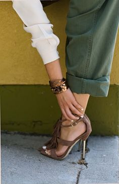 love the top, pants, the way she cuffed them, the shoes, the copper accents.