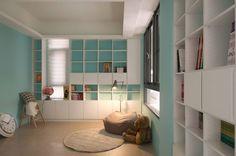 水藍色牆面書櫃