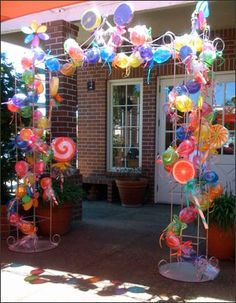 Walk way decorations - love this idea.  Change it out for any particular time or occasion!